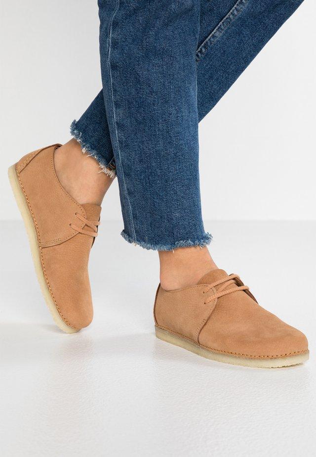 ASHTON - Volnočasové šněrovací boty - light tan