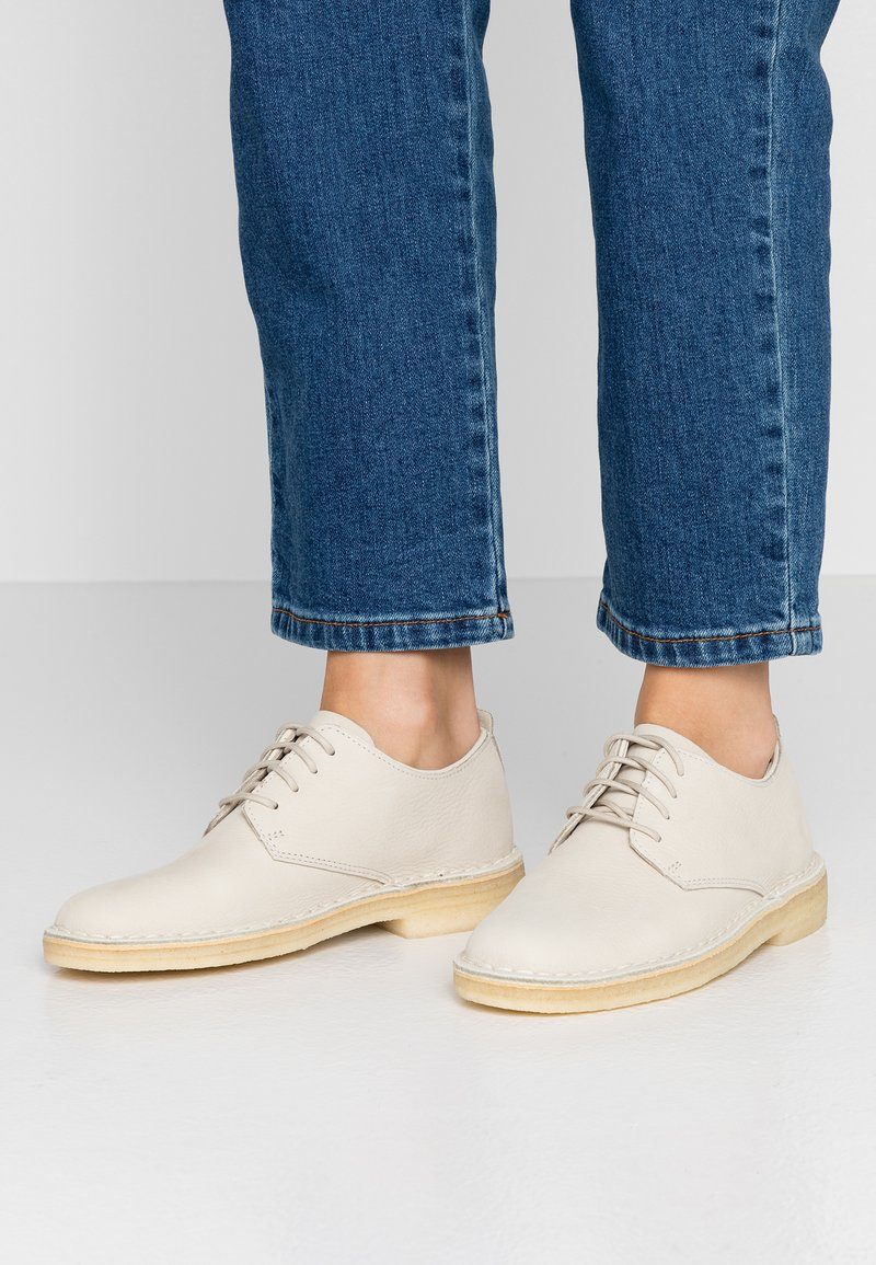Clarks Originals - DESERT LONDON - Casual lace-ups - offwhite