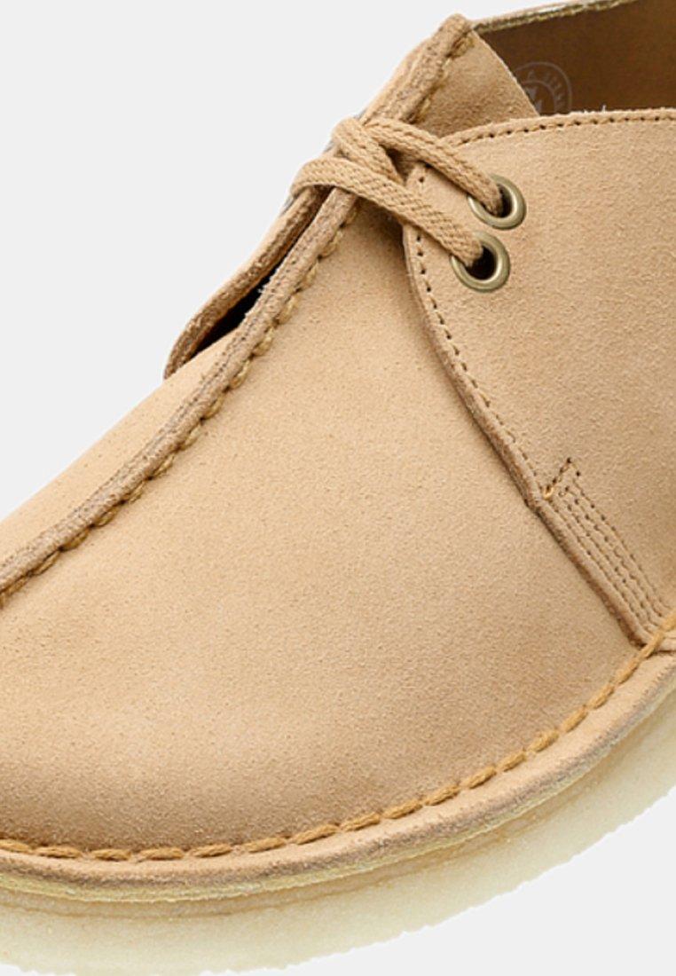 Clarks Originals DESERT TREK - Chaussures à lacets brown