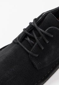 Clarks Originals - DESERT LONDON - Casual lace-ups - black - 2