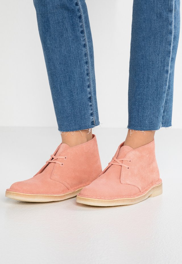 DESERT BOOT - Casual lace-ups - coral