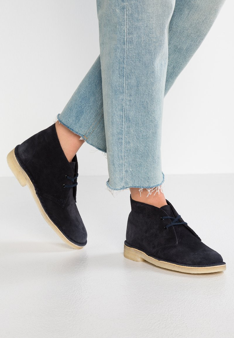 Clarks Originals - DESERT BOOT - Stringate sportive - ink