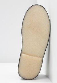 Clarks Originals - DESERT BOOT - Sportiga snörskor - black - 6
