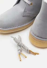 Clarks Originals - DESERT BOOT - Casual lace-ups - blue grey - 5
