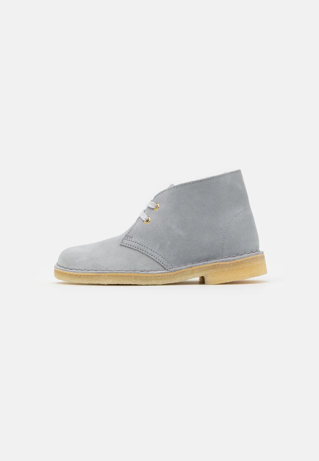 DESERT BOOT - Chaussures à lacets - blue grey