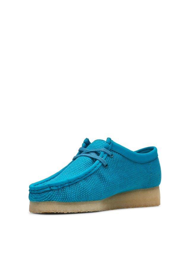 WALLABEE - Boat shoes - tealblaues textil