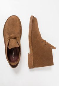 Clarks Originals - DESERT - Casual lace-ups - cola - 1