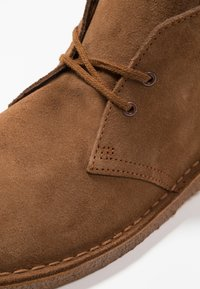 Clarks Originals - DESERT - Casual lace-ups - cola - 5