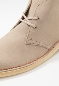 Clarks Originals - DESERT - Casual lace-ups - sand - 5