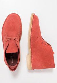 Clarks Originals - DESERT - Zapatos con cordones - clay - 1