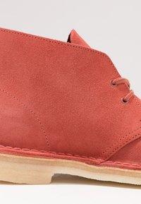Clarks Originals - DESERT - Zapatos con cordones - clay - 5