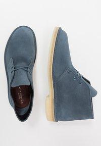 Clarks Originals - DESERT - Stringate sportive - deep blue - 1