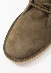 Clarks Originals - DESERT - Casual lace-ups - dark olive - 5