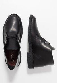 Clarks Originals - DESERT - Nauhakengät - black polished - 1