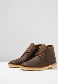 Clarks Originals - DESERT BOOT - Casual lace-ups - beeswax - 2