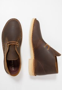 Clarks Originals - DESERT BOOT - Casual lace-ups - beeswax - 1