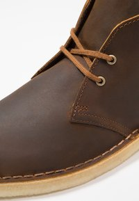 Clarks Originals - DESERT BOOT - Casual lace-ups - beeswax - 5