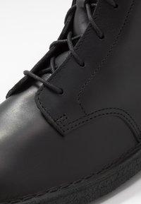 Clarks Originals - DESERT MALI - Bottines à lacets - black polished - 5