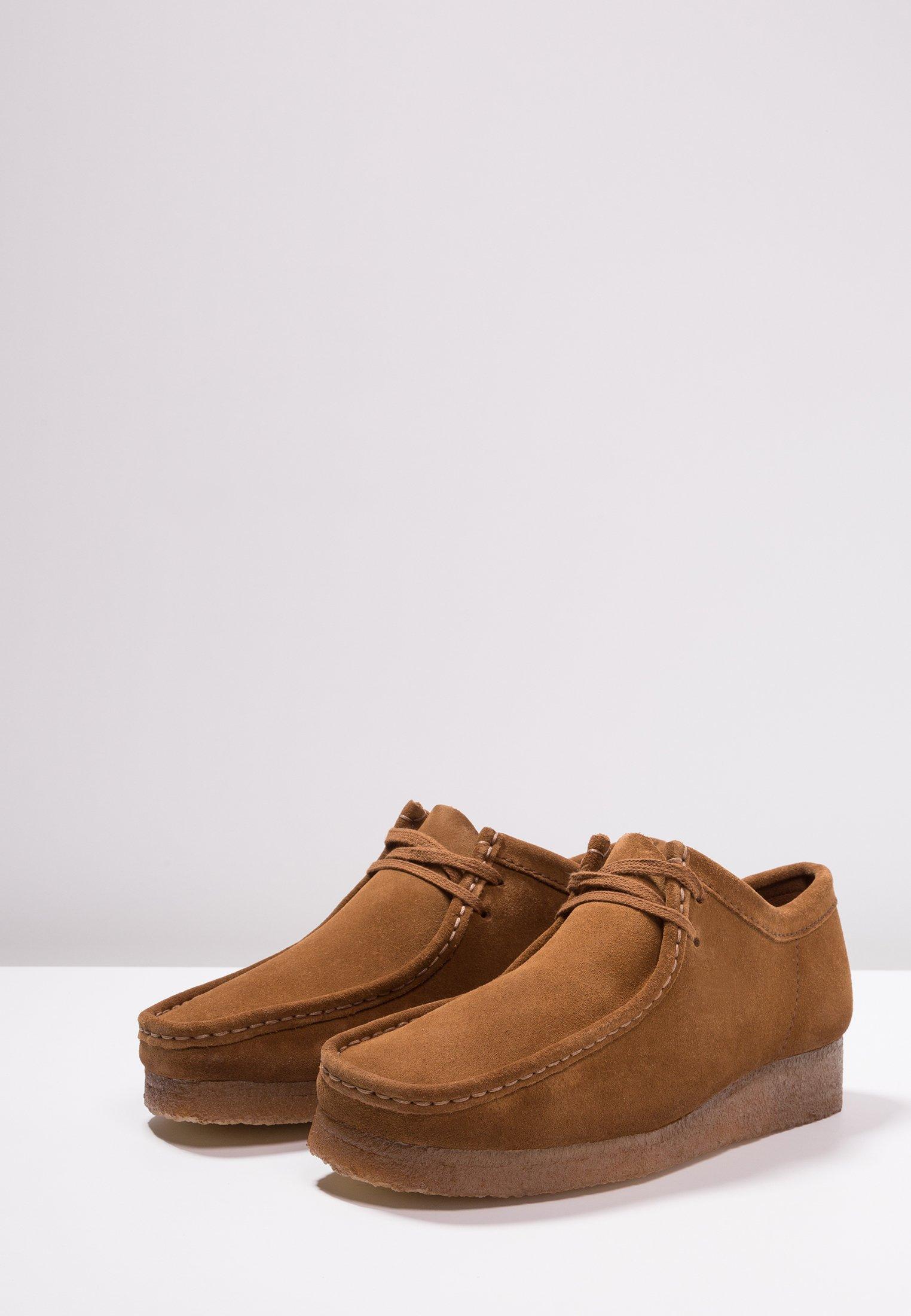 WALLABEE SCHNÜRSENKEL WEISS Chaussures à lacets cola