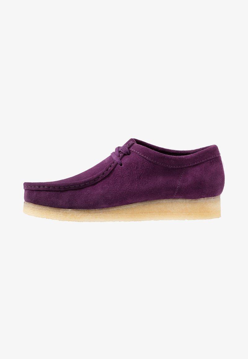 Clarks Originals - WALLABEE - Zapatos con cordones - deep purple