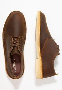 Clarks Originals - DESERT LONDON - Chaussures à lacets - beeswax - 1