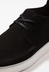 Clarks Originals - SEVEN - Casual lace-ups - black - 6
