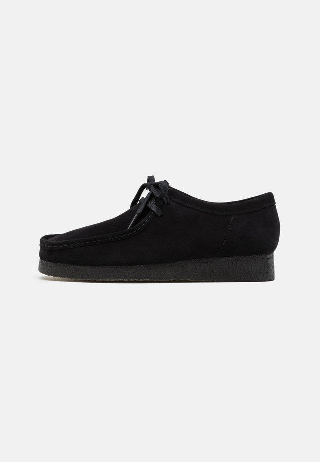WALLABEE - Sportieve veterschoenen - black