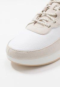 Clarks Originals - KIOWA PACE - Sneakers basse - white - 5