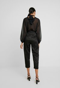 Closet - PLEATED TROUSER WITH TURN UP - Pantaloni - black - 3