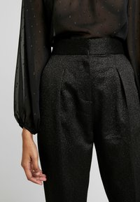Closet - PLEATED TROUSER WITH TURN UP - Pantaloni - black - 5