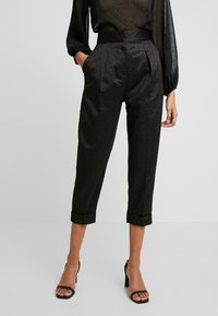 Closet - PLEATED TROUSER WITH TURN UP - Pantaloni - black - 0