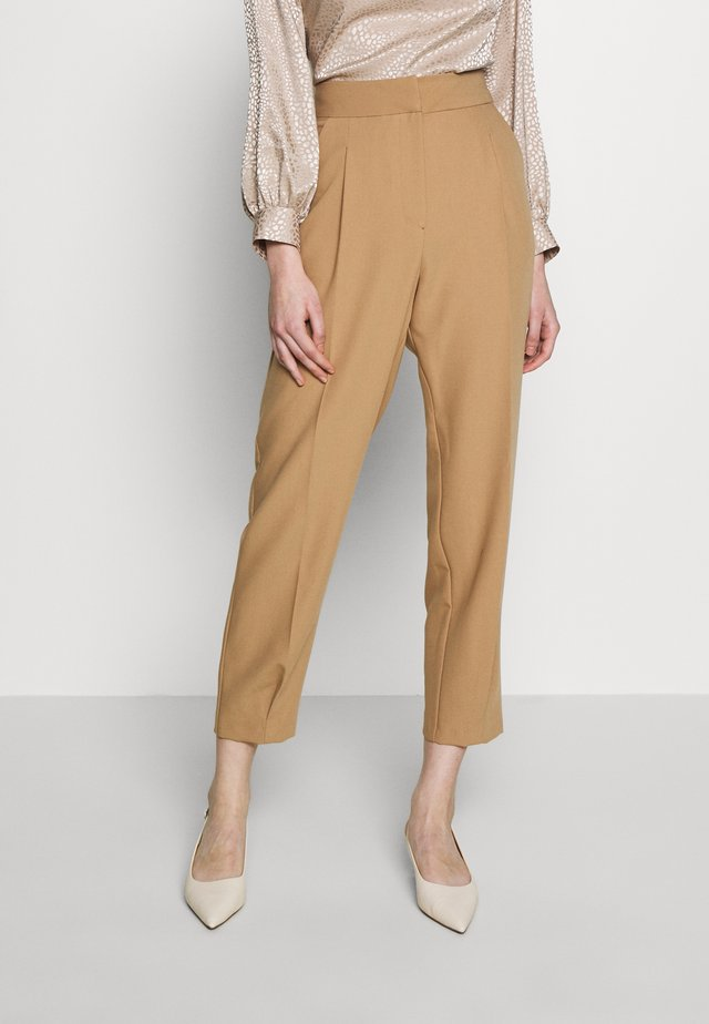 PLEATED CUFF TROUSER - Kangashousut - camel