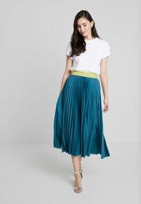 Closet - PLEATED SKIRT - Plisovaná sukně - teal - 1