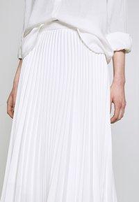 Closet - CLOSET PLEATED SKIRT - Pouzdrová sukně - white - 4
