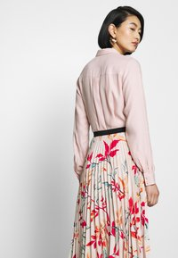 Closet - PLEATED SKIRT - A-line skjørt - peach - 4