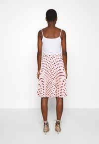 Closet - MINI PLEATED SKIRT - Áčková sukně - ivory - 2