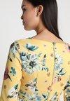 Closet - Korte jurk - yellow