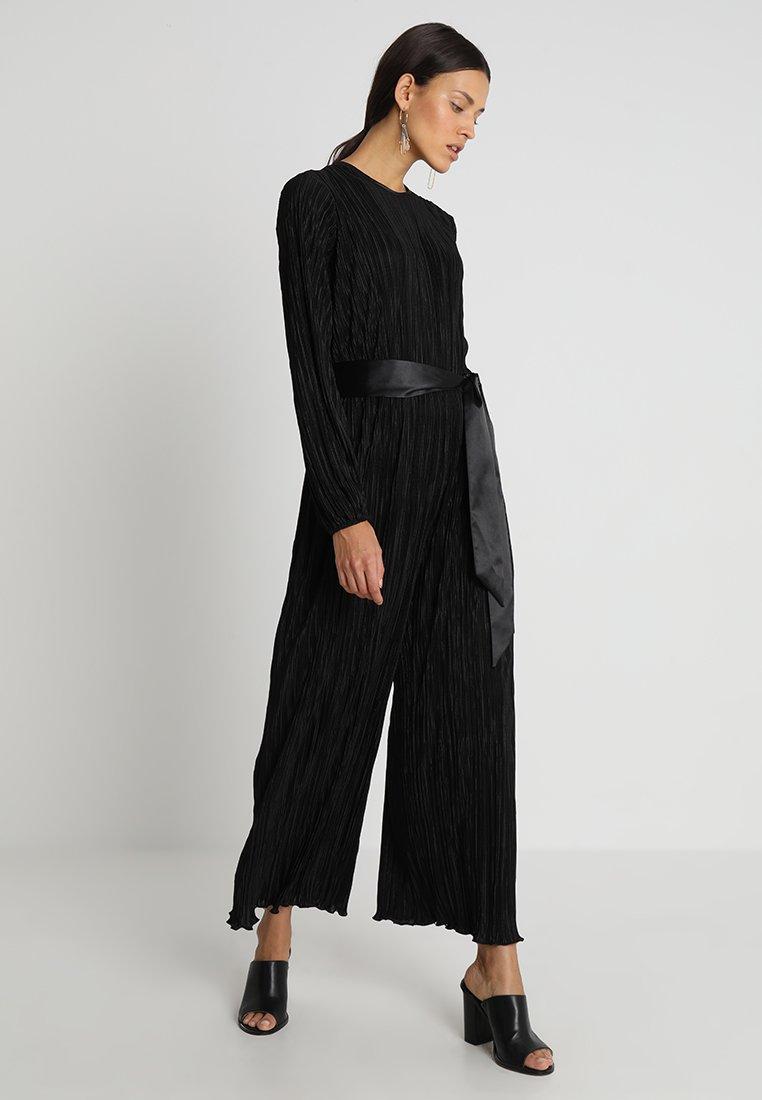 Closet - Mono - black