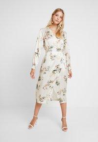 Closet - WRAP DRESS WITH BUCKLE - Maxi-jurk - ivory - 0