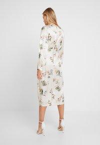 Closet - WRAP DRESS WITH BUCKLE - Maxi-jurk - ivory - 2
