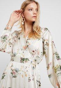 Closet - WRAP DRESS WITH BUCKLE - Maxi-jurk - ivory - 4