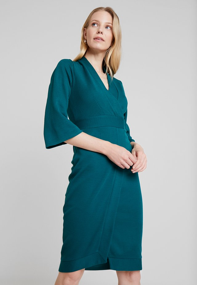 PANELLED WRAP DRESS - Fodralklänning - emerald green