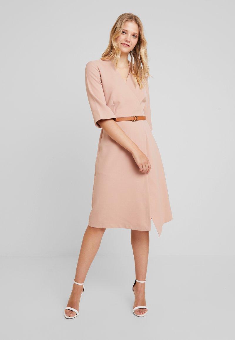 Closet - SLEEVE WRAP DRESS - Denní šaty - cream