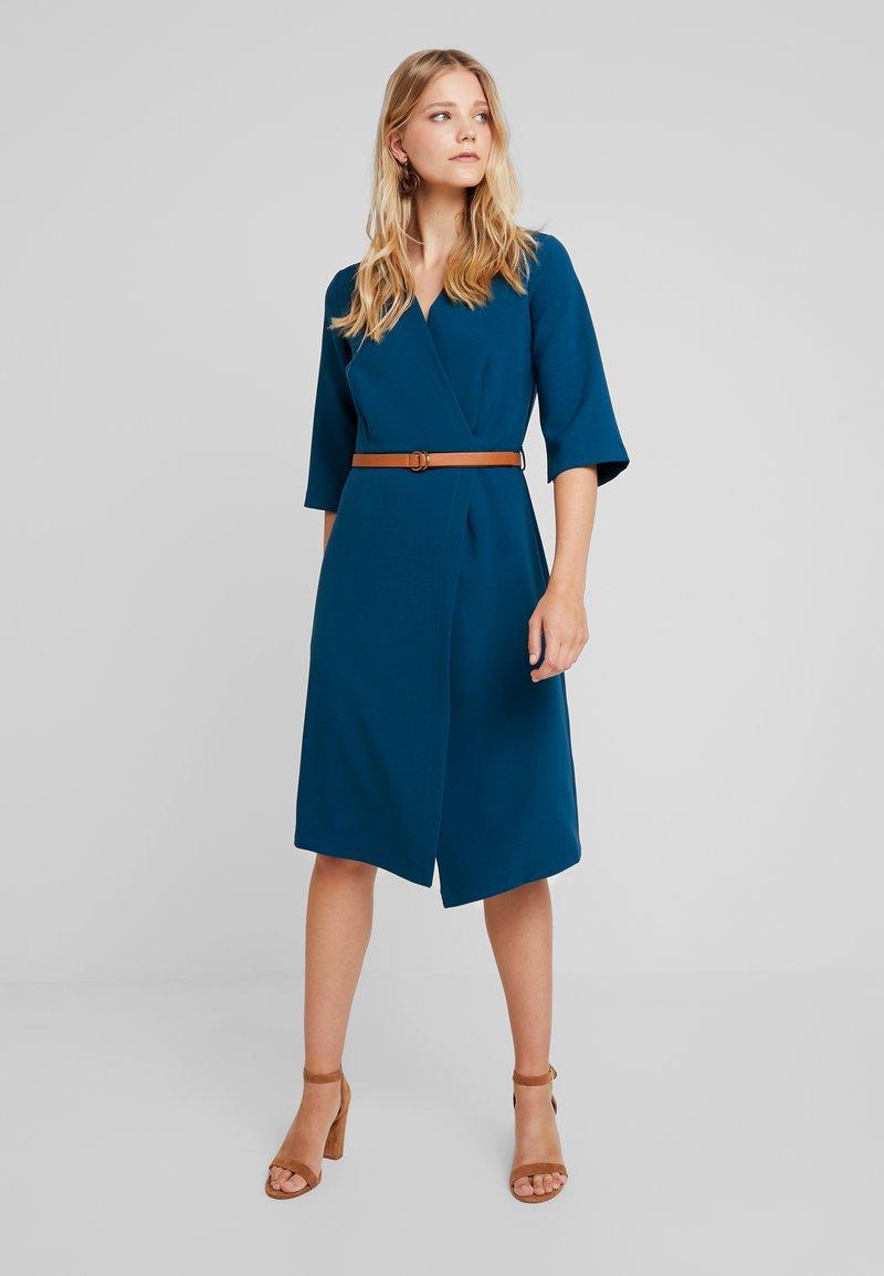 Closet - SLEEVE WRAP DRESS - Freizeitkleid - blue