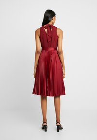 Closet - PLEATED SKIRT DRESS - Juhlamekko - burgundy - 3