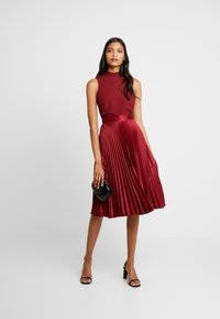 Closet - PLEATED SKIRT DRESS - Juhlamekko - burgundy - 2