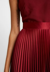 Closet - PLEATED SKIRT DRESS - Juhlamekko - burgundy - 6