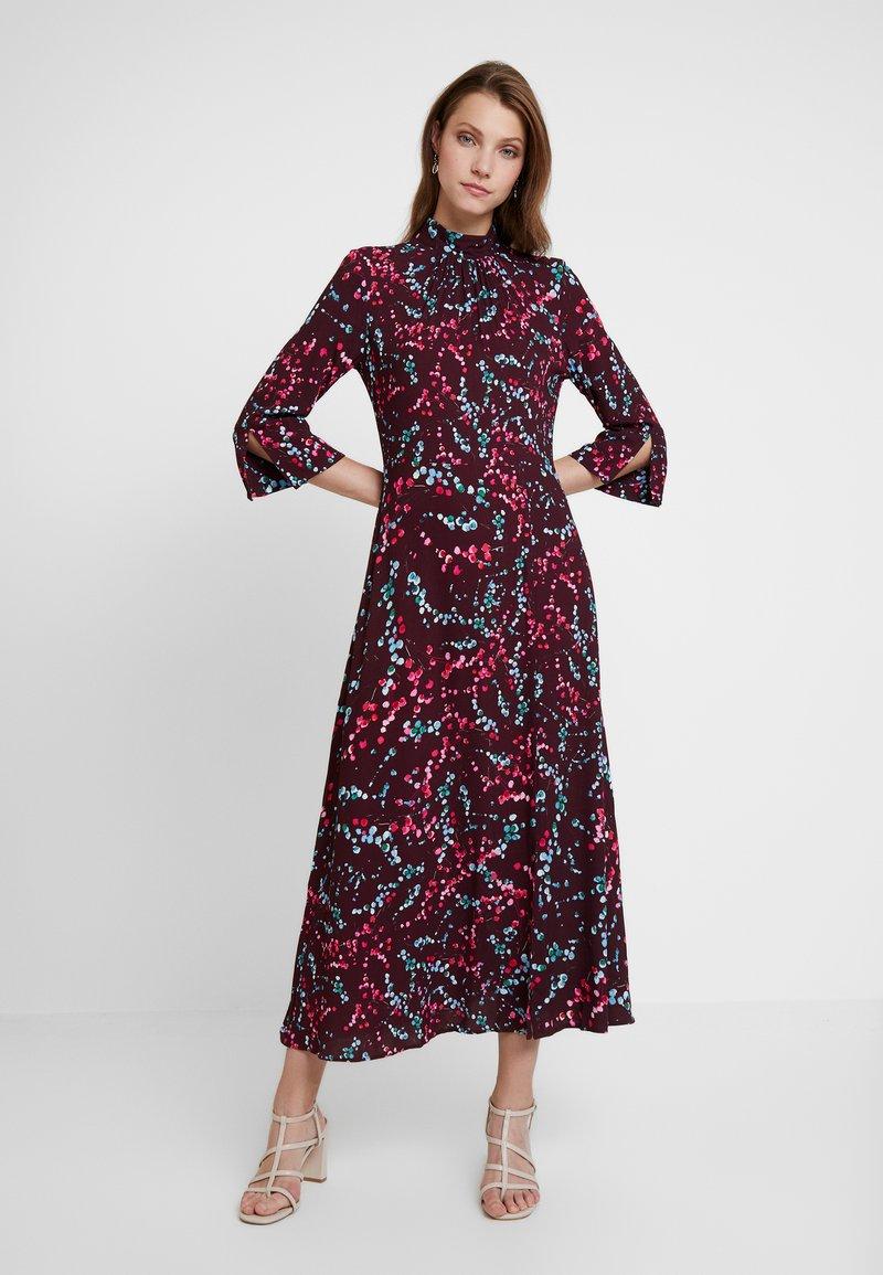 Closet - HIGH NECK FRONT SLIT DRESS - Robe d'été - maroon