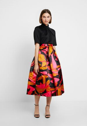 COLLAR FULL SKIRT DRESS - Cocktail dress / Party dress - red