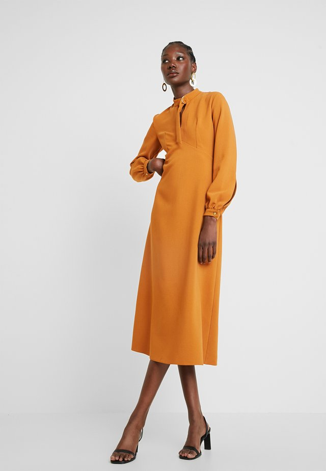 CLOSET D-RING COLLAR A-LINE DRESS - Cocktailklänning - mustard